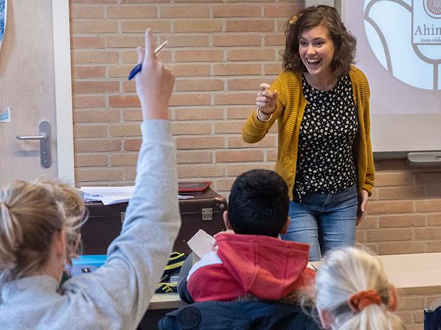 Bonifatiuscollege juf en scholier interactie